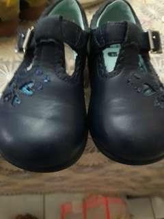 Girl shoe 5.5uk