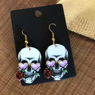 Cute scull earrings with roses