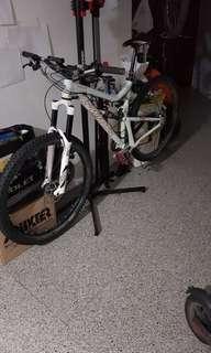 Santa Cruz AM Bicycle - Beautiful Black and White Combination