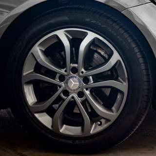 "Mercedes C-Class w205 original 17"" rims and emblem with Pirelli p7 tires"