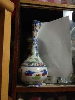 12寸斗彩玉壶春高瓶. 款識:大明年製Porcelain Vase