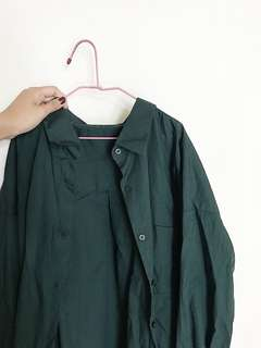 🚚 GU墨綠色襯衫