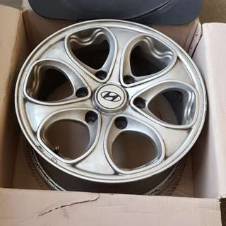 "Set of 4 Hyundai 16"" Rim"