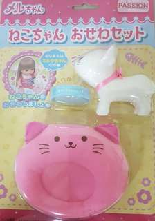 Mell Chan pet cat