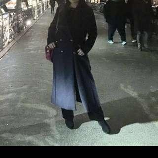Winter coat ZARA (ORI), size M, baru dipakai 3-4x dalam 1x liburan,warna navy, tinggi pemakai: 163cm, beli 2.6 jt, jual 800.000 belum ongkir, no nego, kondisi bagus. The elegant coat cocok untuk europe winter vacation.