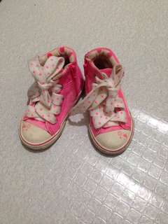 High cut shoes for baby girl. Size 3 (Almost new)