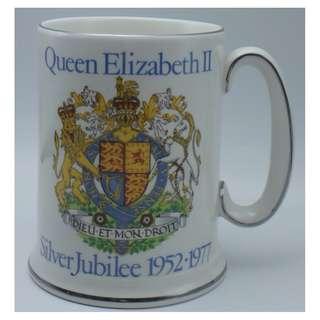 "1977年 Queen Elizabeth II ~ Silver Jubilee 1952-1977 紀念版 陶瓷杯 5"""