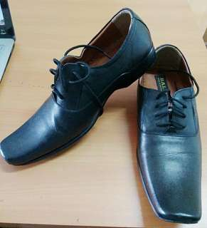 Sepatu pantopel Bally