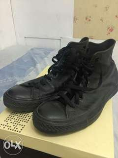 3pairs  mens shoes convers and h and m size 8.5 shoes for sale  for 3200 package