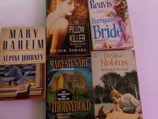 Novel import bekas: The alpine journey, Thornyhold, The pillow killer, Harrigan's bride, To love is to live. Rp 5000/ novel