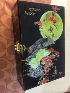 Free Delivery: Beautiful lacquer box