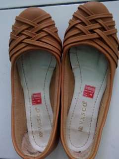 Sepatu ( ukuran 40 )
