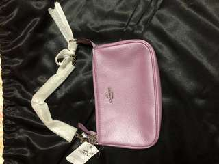 💯 authentic Brand new coach lilac wristlet, able to fit iPhone Plus