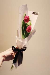 Tulips bouquet with a splash of marble