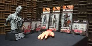 Bnib Walking dead serie 7 & minimates bundle..including the hands