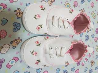 White flower shoes