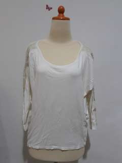 Kaos tangan 3/4 putih berkantong