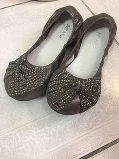🚚 Mi ma- 銀色蝴蝶結平底包鞋