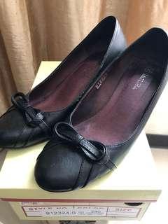 🚚 Valentino 全真皮楔型鞋 尺寸24
