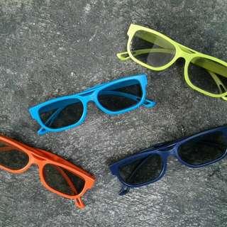 kacamata 3D dijual sepaket