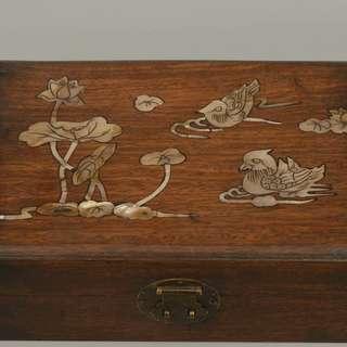 尋古堂◆老宅整理出 紅木製 貝殼鑲嵌鴛鴦荷花紋 錢箱首飾盒 清代貴族用品