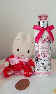 """🌷Quote ur own price➡️MY FOLLOWERS ONLY🌷🚫Non Followers No Discounts🚫⭐RESTOCK MONTHLY!⭐🐰AUTHENTIC BRAND NEW SEALED🐰🌻Limited Edition scent🌻200ml Jill Stuart Jillstuart Pink Diamond """"J"""" Peachy White Floral Body Milk💋No pet No smoker Clean hse💋"""