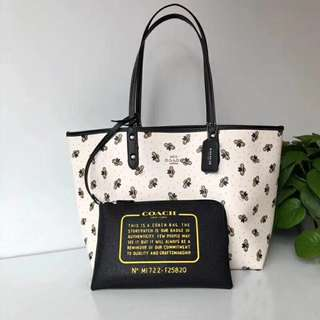 Coach reversible city tote - bumble bees print 🐝