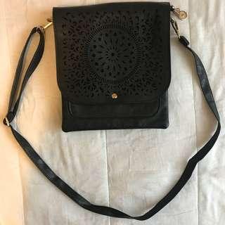 Like new boho faux leather bag vintage beach style boho floral design purse bandbag