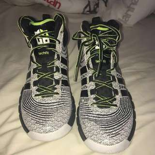 DH4 OREO SIZE 9.5 Basketball shoes