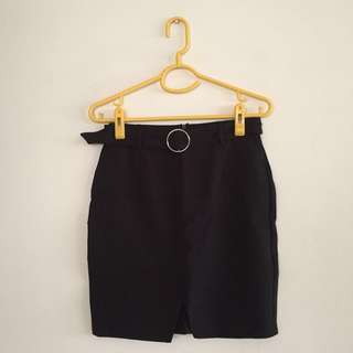 Black skirt with ring belt (detachable belt)
