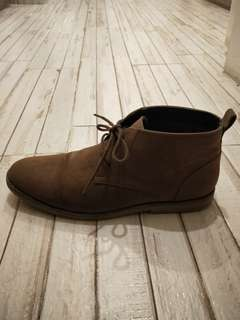 Size 10 mid cut casual shoes