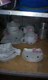 Piring mangkok hello kitty