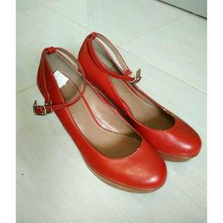 Heels Merah