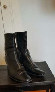 Wonders black heeled boots
