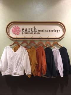 💌包順豐💌Earth music & ecology V領花邊刺繡上衣