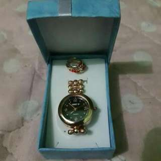 wrist watch with 1 pair of earrings
