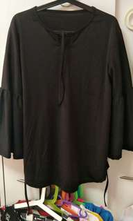 Black blouse with bell hand can tie back
