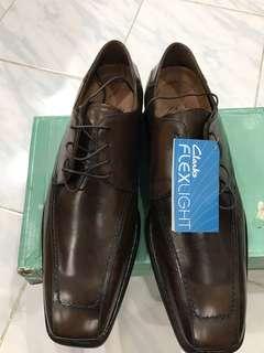 (NEW) sepatu Clarks - force class