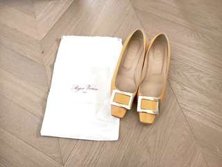 Roger Vivier RV classic yellow buckle shoes 矮踭鞋