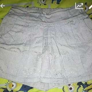 Celana Rok Pendek Warna Navy Dan Cream