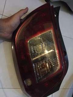 Lampu belakang kereta axia ( kanan )