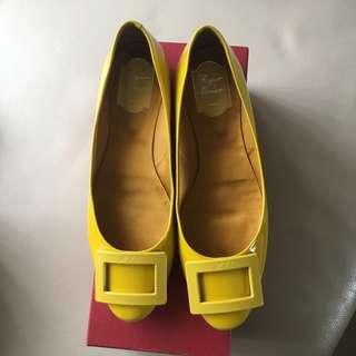 Roger vivier 40號近全新黃色漆皮圓頭平底鞋
