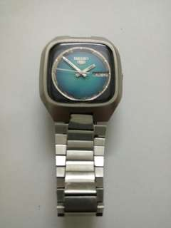Seiko 5 vintage watch.