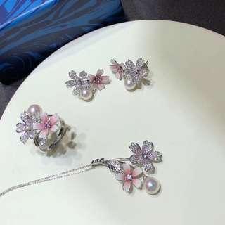 有新現貨。一套櫻花🌸系列 珍珠項鍊 珍珠戒指 珍珠耳環 琺瑯彩和白鑽 a set cherry blooms Akoya pearl jewelry with white diamond