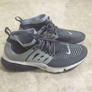 Willing to trade/sell my Nike Air Presto Flyknit Ultra Dark Grey