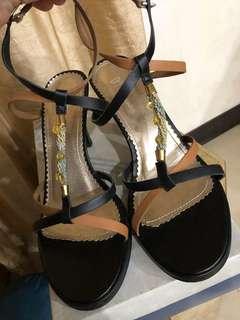 🚚 達芙妮高跟涼鞋 尺寸23.5