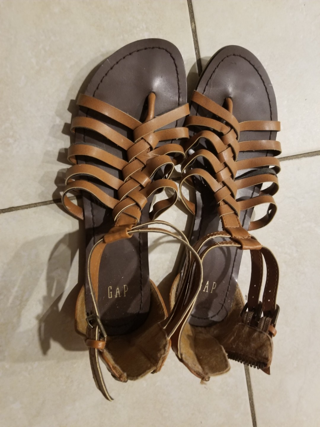 EUC Gap sandals Size 6