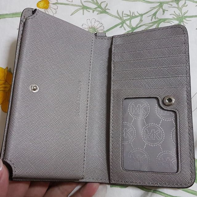 37ca2bbeca5e MICHAEL MICHAEL KORS Jet Set Travel Pearl Grey Saffiano Leather Continental  Wallet, Women's Fashion, Bags & Wallets on Carousell