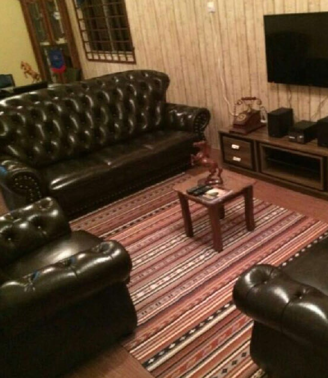 7d569b21bbb5 MOVING OUT HOUSE SALE  Chesterfield full leather sofa