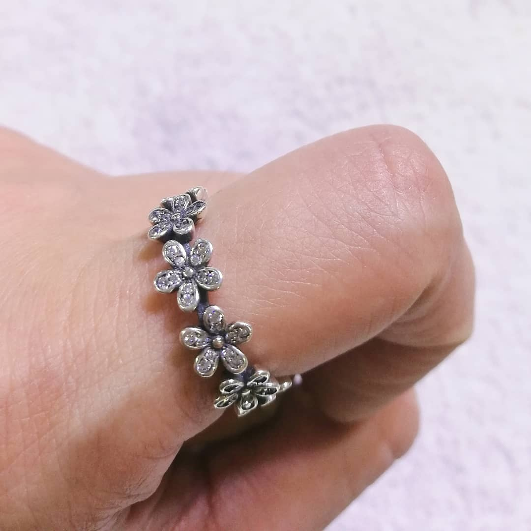Pandora flower ring, Preloved Women\'s Fashion, Accessories on Carousell